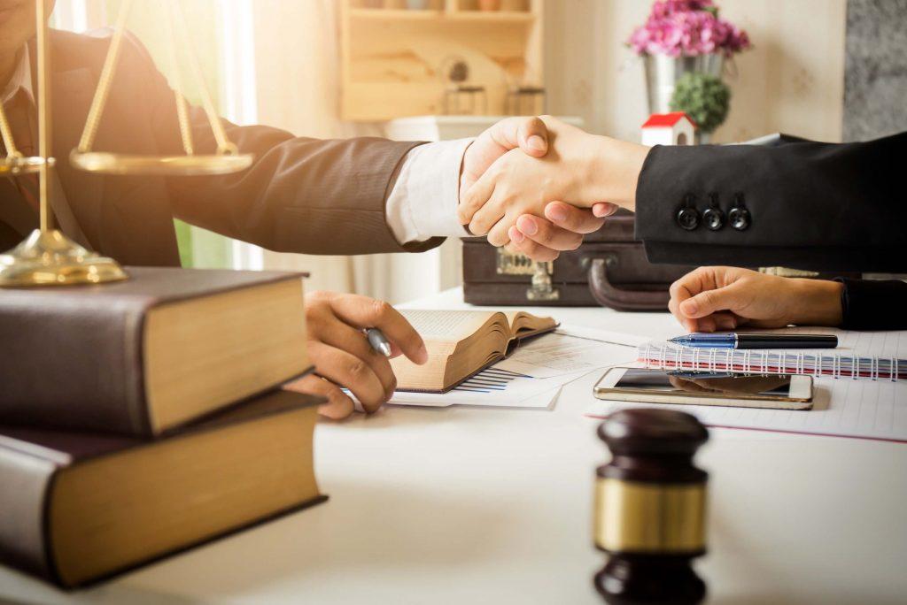 مشاور-حقوقی-و-وکالت-1